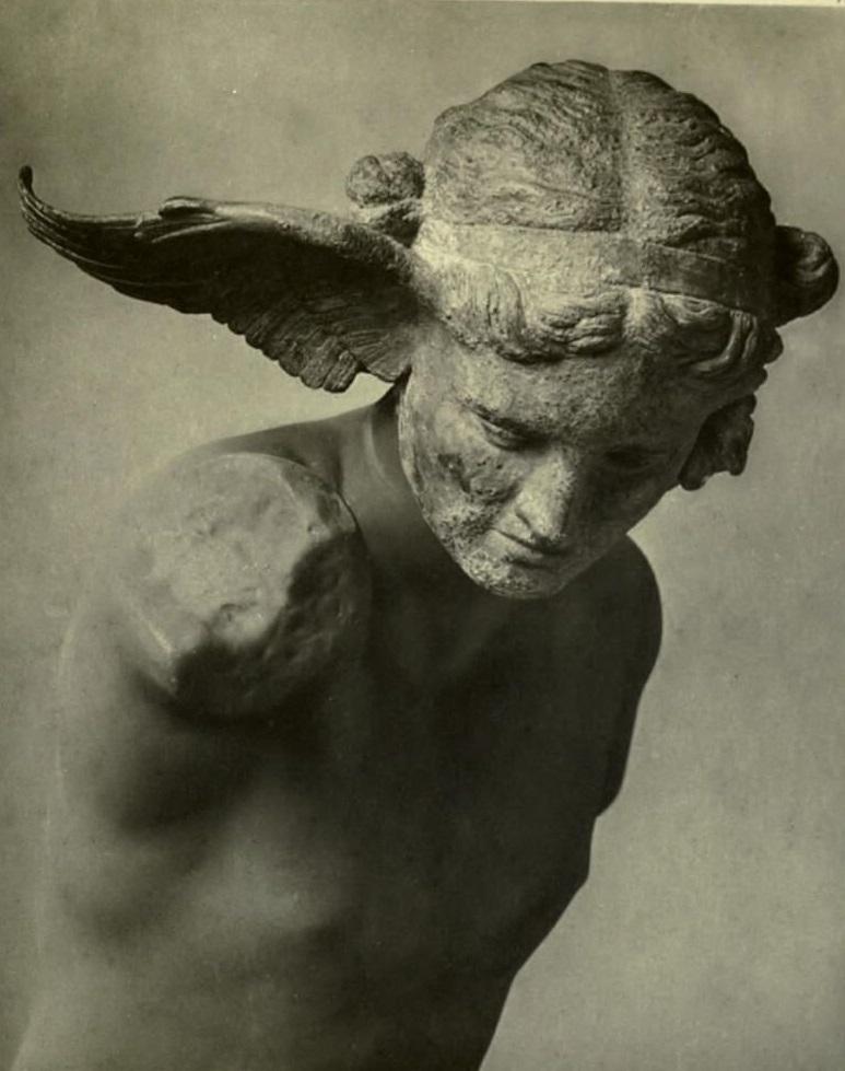 Бронзовая голова Гипноса, римская копия I-II вв. н.э. с греческого оригинала ок. 350 до н.э. Торс - реконструкция XIX в.