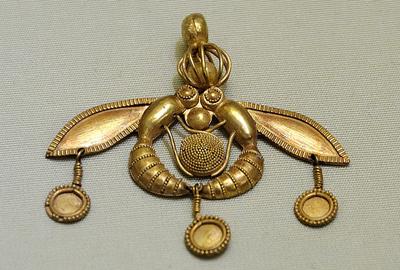 """Золотая """"пчелиная"""" подвеска из Малийского дворца на Крите, ок. 1800 до н.э."""