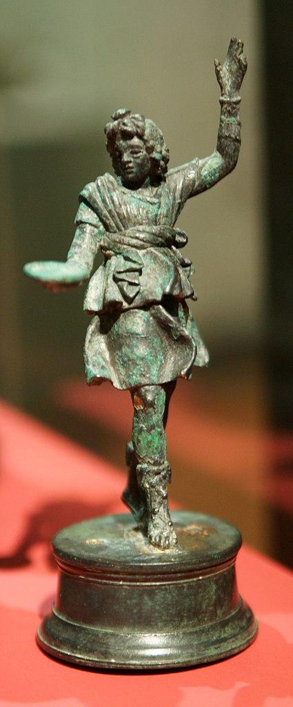 """Лар из """"группы Мури"""" - шести бронзовых галло-римских статуэток эпохи Империи, найденных в Мури-бай-Берн (Швейцария) в 1832 г."""