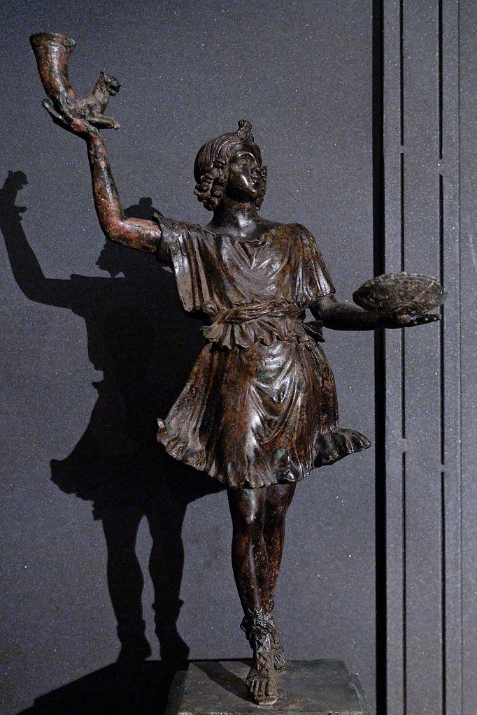 Танцующий лар с ритоном и патерой. Бронзовая статуэтка, I век н.э.