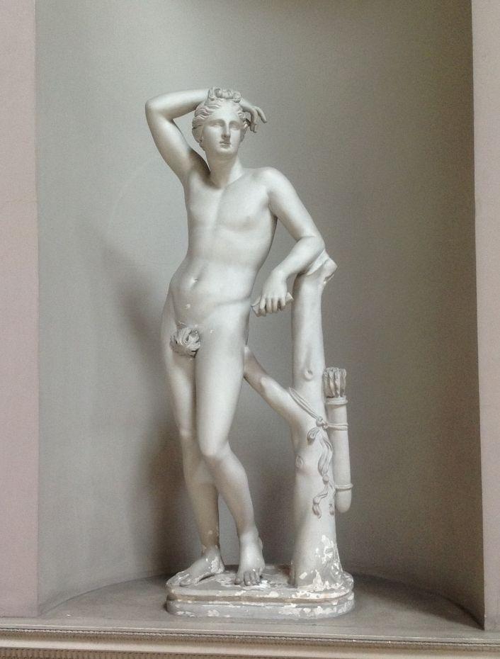 Аполлино, или Аполлон Медичи. Римская копия греческой статуи конца IV - III вв. до н.э.
