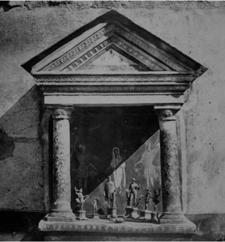 Ларарий из Дома Красных стен (VIII 5.37) в Помпеях