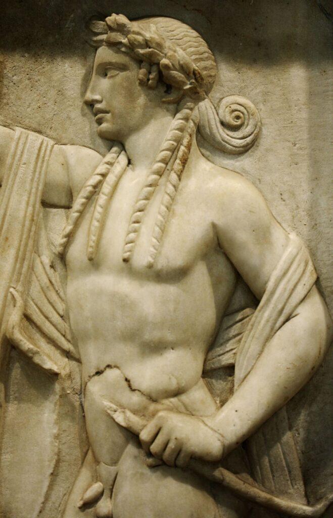 Аполлон. Деталь рельефа с мраморной погребальной стелы II века н.э.